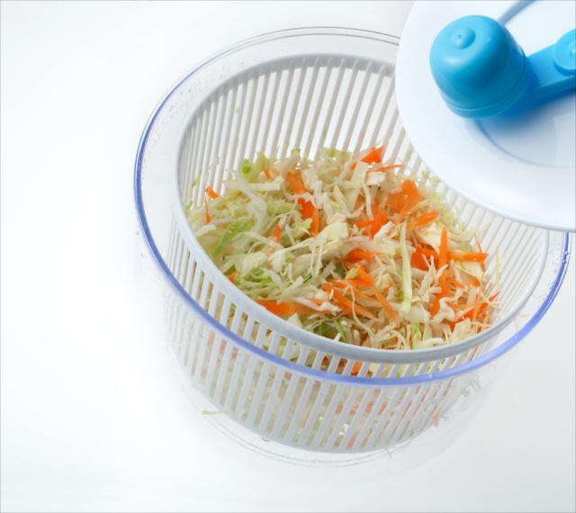 野菜のみじん切りや水切りが一瞬にできる!電子レンジが活用できるものも!